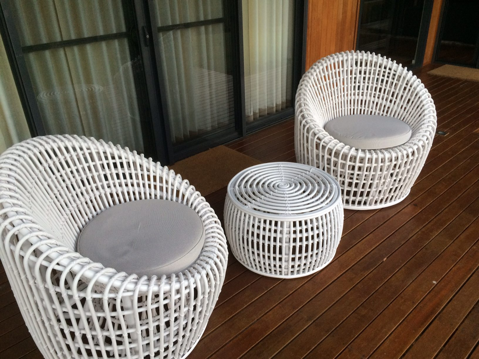 New white wicker outdoor furniture